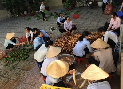 Sisters unload food, feed hungry in Ho Chi Minh City's COVID crackdown