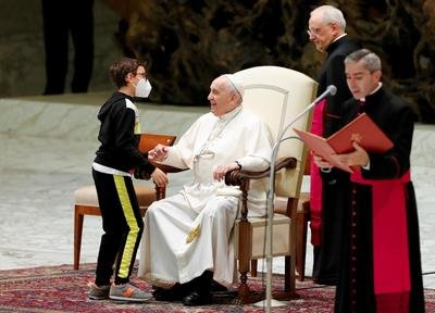 Freedom comes from serving others, pope says at audience